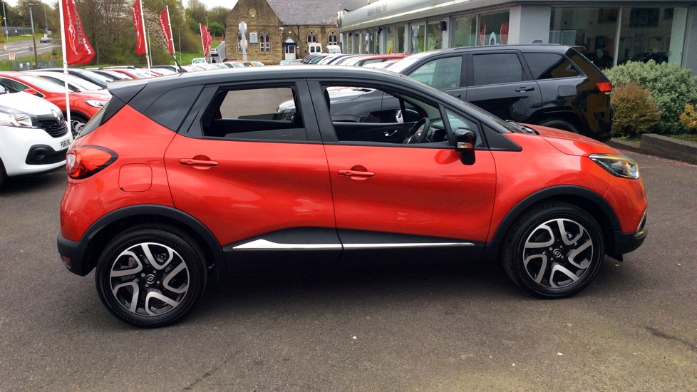 renault captur 1 5 dci 90 signature nav 5dr with low mileage sat nav parking camera diesel. Black Bedroom Furniture Sets. Home Design Ideas