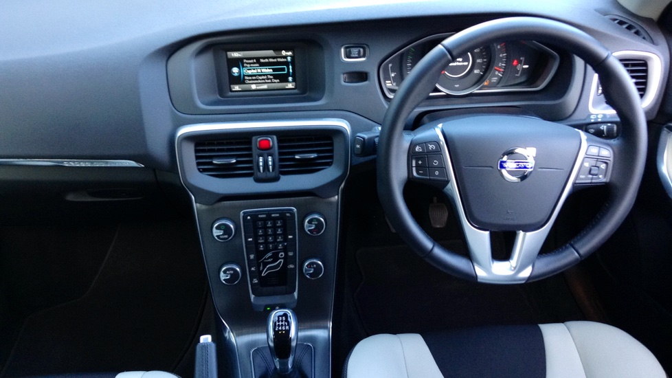 Volvo V40 D2 Cross Country SE 2.0D Manual, Cruise Control, Bluetooth