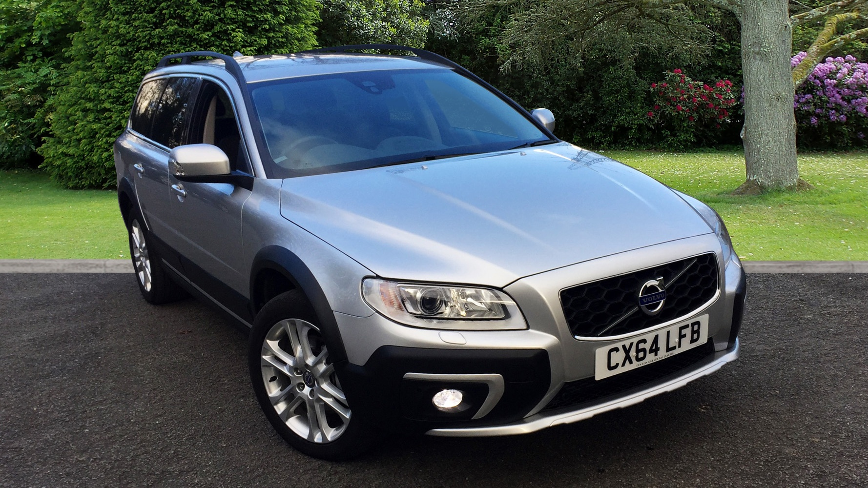 volvo xc70 d5 2 4d awd se lux nav family pack leather interior sat nav used vehicle by tyn. Black Bedroom Furniture Sets. Home Design Ideas