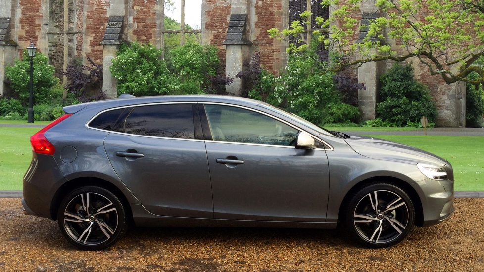 volvo v40 d2 r design pro manual sensus navigation winter pack full leather 2 0 diesel 5 door. Black Bedroom Furniture Sets. Home Design Ideas