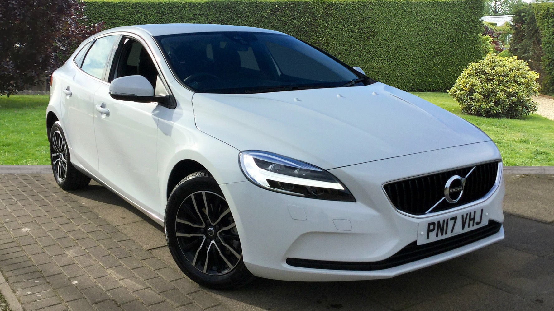 volvo v40 d2 momentum with winter pack bluetooth used vehicle by doves preston preston. Black Bedroom Furniture Sets. Home Design Ideas